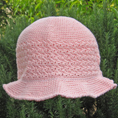 Summer sun hat in pale apricot cotton, crocheted