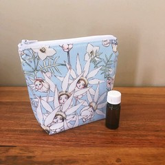 Essential Oil Pouch 5 slots - Flannel Flowers on Blue