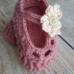 Crochet dusty pink ballet slippers with cream flower