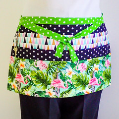 Teacher preschool vendor utility apron - 6 pockets - Flamingos