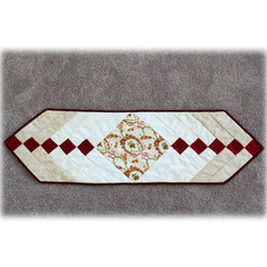 Table runner, Victorian style French braid design, reversible