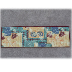 Table runner, reversible