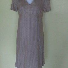 Short-sleeved dress taupe