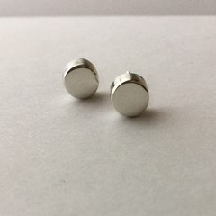 Disk shaped stud earrings handcrafted in sterling silver 925