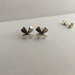 Flower shaped stud earrings handcrafted in sterling silver 925
