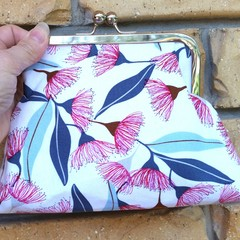 Red gum blossom clutch