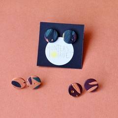 Polymer clay stud earrings / Tropical print / minimalist jewelry / Burnt Orange
