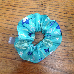 scrunchie - aqua kingfishers / Australian birds / aqua white blue green
