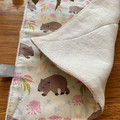 burp cloth - wombats pink / organic cotton hemp fleecy