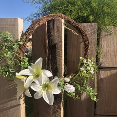 40cm artificial Lily wreath