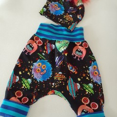 STUNNING BABY MONSTER PANTS /LEGGINGS  PLUS POM POM HAT