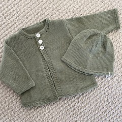 Olive Green Cardigan and hat - Newborn - pure wool - Hand knitted