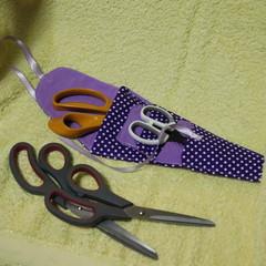 Scissor Holder - don't lose your scissors again! Purple dots.