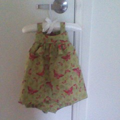 BABY PINAFORE DRESS AND KNICKERS TO FIT NEWBORN TO 3 MONTHS.