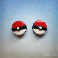 Pokeball stud earrings - Hand-sculpted kawaii Pokemon tribute