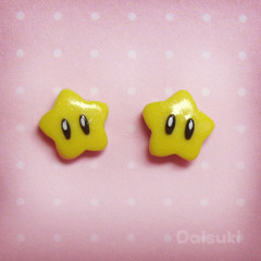 Tiny Mario Stars stud earrings - Hand sculpted - get your geek on!
