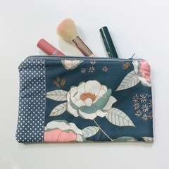 Gorgeous grey flowers purse
