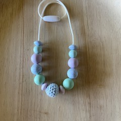 Silicone and crochet bead kids necklace
