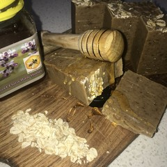 Exfoliating Honey & Oat Soap