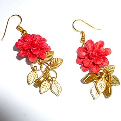 Carved Tridacna red roses with gold leaf dangles