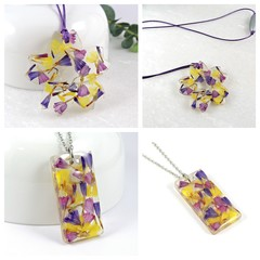 Statice flower necklaces
