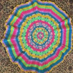 Circular multicolour rug