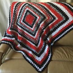 Square black & red rug
