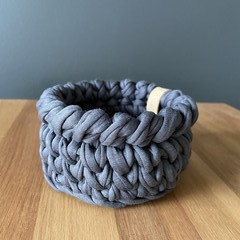 Mini crochet basket