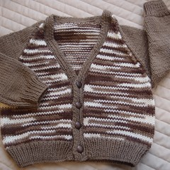 SIZE 3 yrs (+): Hand knitted cardigan : acrylic, boy, browns & cream