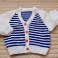 Size 6-12 months: unisex cardigan in blue and white, easy care, washable