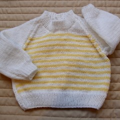 SIZE 0-6mths - Hand knitted jumper in yellow and white: washable, warm