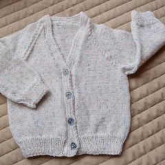 Size 0-6 months Baby Cardigan : washable,