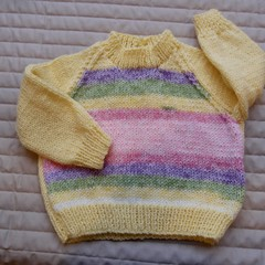 SIZE 3-9 mths - Hand knitted jumper : washable, warm, girl