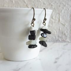 Minimal Modern style Simple gemstone chip short drop earrings , Black White