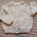 6-12 mths - Hand knitted cardigan in light yellow: unisex, washable, OOAK