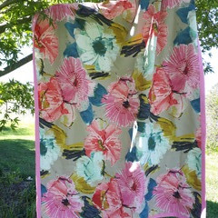 "FLORAL PICNIC RUG/WATER-RESISTANT BACKING/92CM X 137CM/36"" X 54"""