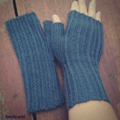 Fingerless mitts adult small/medium wool blue