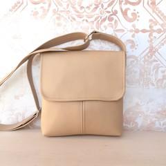 PU vegan Leather crossbody handbag in Sand, light Tan