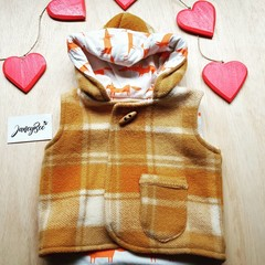 Woolen vest with fox print lining size 3