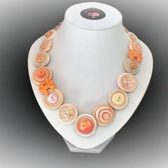 Button necklace - Apricot Delight