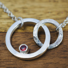 Infinity necklace with red spinel | Interlocking circle pendant with red stone