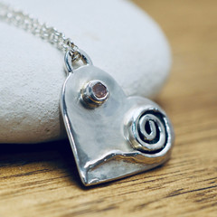 Silver heart pendant with pink spinel | Detailed heart sterling silver necklace