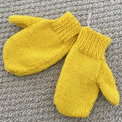 Yellow  Mittens Size 3-4 years - hand knitted