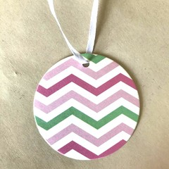 Round paper tags - 6cm - White pink green - Chevron - 12 pieces - With ribbon