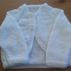 BABY BOLERO TO FIT 0 TO 3 MTHS WHITE 4PLY PATON'S BIG BABY ACRYLIC YARN.