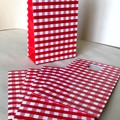Paper bags - Glossy - Red & white - Gift, candy, lollies - 18x10x5cm - 5 pieces