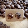 Coffee bean resin earrings (hexagon)