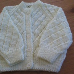 BABIES LEMON CARDI TO FIT 6-12 MONTHS 4PLY 4SEASONS PONY ACRYLIC YARN .
