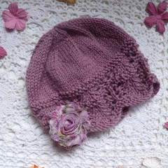 Baby girl's cosy beanie w chiffon flower; fits 6 - 12 months, 8-ply wool