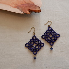 Tatting lace earrings (diamond shape with Swarovski beads)